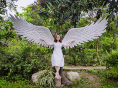Váy trắng cùng cánh thiên thần