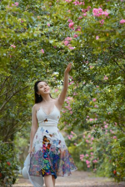 Diễn viên Huyền trang - Người tình hoa tường vi